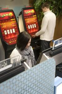 Raha-automaattipelejä (Kuvaaja Marko Hakala)